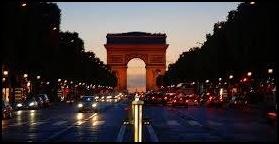 パリ、シャンゼリゼ通り、凱旋門